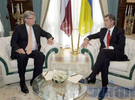 Президент Украины Виктор Ющенко и Президент Латвии Валдис Затлерс во время встречи в Киеве, 25 июня 2008 г.