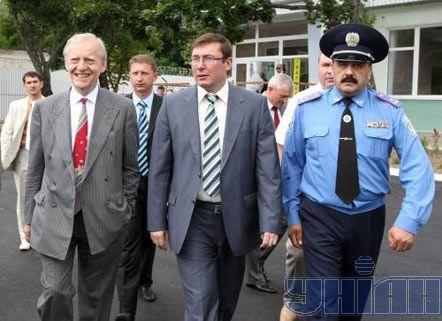 Глава представительства Еврокомиссии Иен Боуг и министр внутренних дел Украины Юрий Луценко