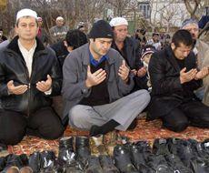 Мусульмане молятся. В эти дни отмечается Курбан-Байрам. Симферополь, 8 декабря