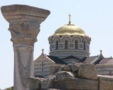 Купол Володимирського собору на території заповідника Херсонес Таврійський у Севастополі