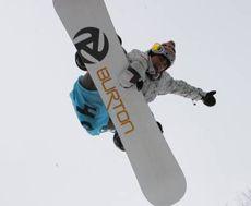 Один з учасників II Міжнародного фестивалю зі сноубордингу «Вільний вітер-2009» під час змагань на плато гори Ай-Петрі. 22 лютого
