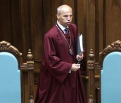 Голова Конституційного Суду Андрій Стрижак перед початком засідання КС. Київ, 8 липня