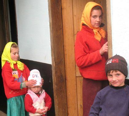 У селі Раштівці вчиться півтисячі учнів, з них майже половина – діти «не таких», адже чотирнадцять сімей мають понад десять дітей. Фото автора.