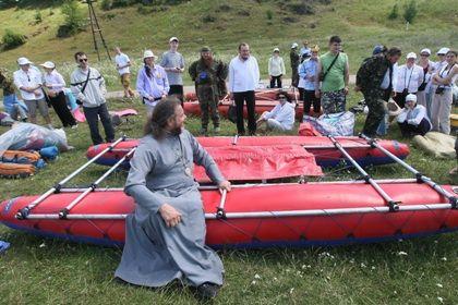 Прихожане УПЦ провели сплав на катамаранах по Южному Бугу
