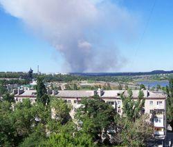 Стовп диму у Донецьку. Фото УНІАН
