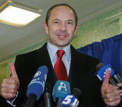 Сергей Тигипко отвечает на вопросы журналистов после голосования в день выборов Президента Украины