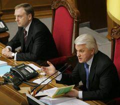 Олександр Лавринович і Володимир Литвин на засіданні парламенту. Київ, 17 лютого