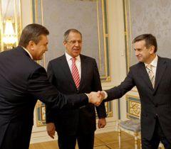 Віктор Янукович, Сергій Лавров і Михайло Зурабов під час зустрічі в Києві. 9 квітня