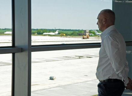 Олександр Ярославський в Харківському аеропорту. 8 червня 2010 р. Фото Андрія Кравченка