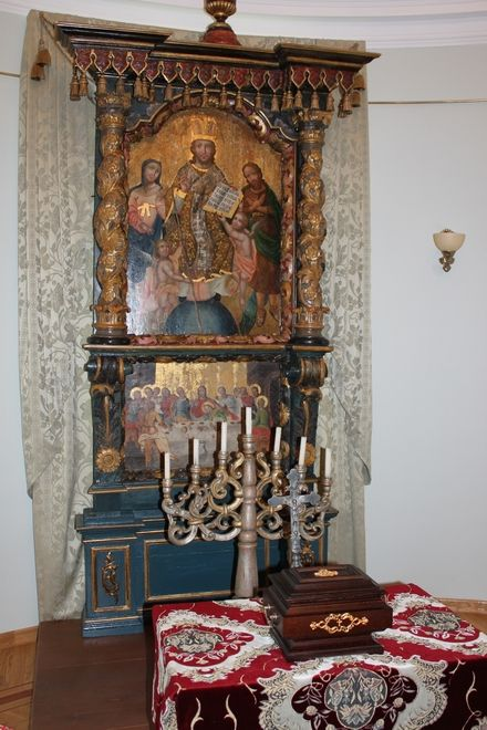 Іконостас і мощі святої Варвари