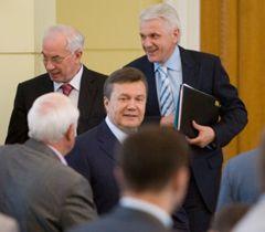 Азаров, Янукович і Литвин під час засідання Ради регіонів в Києві. 24 червня