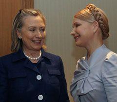 Госсекретарь США Хиллари Клинтон и экс-премьер-министр Украины Юлия Тимошенко на встрече в Киеве, 2 июля 2010 г.