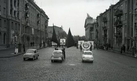 Автомобили «ЗАЗ-965» на первомайской демонстрации, в Запорожье, 1 мая 1960 г.