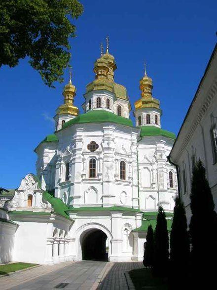 В) Церква Всіх святих над Економічною брамою(1696-1698)побудована коштом І.Мазепи