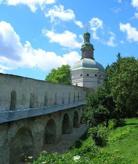 Г) Кам'яний мур(1696-1701)будувався коштом І.Мазепи