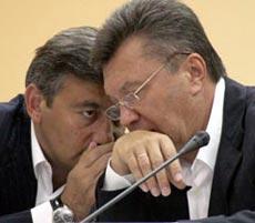 Василий Джарты и Виктор Янукович во время совещания в Симферополе. 3 августа