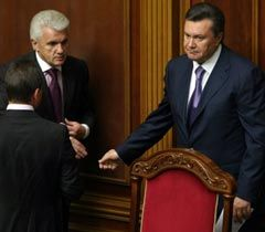 Николай Томенко, Владимир Литвин и Виктор Янукович перед началом заседания парламента