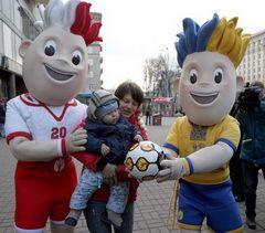 Офіційні талісмани Чемпіонату Європи з футболу 2012 року в Києві, 28 листопада