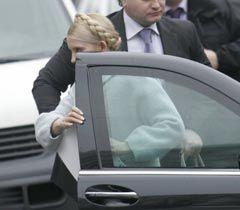 Юлія Тимошенко виходить з автомобіля біля будівлі ГПУ. Київ, 13 січня