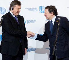 Віктор Янукович і Жозе Мануель Баррозу під час прес-конференції зі збору коштів на фінансування чорнобильських проектів