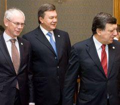 Герман Ван Ромпей,  Віктор Янукович та Жозе Мануєль Баррозу під час саміту у Варшаві