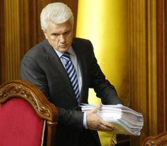 Владимир Литвин перед началом заседания ВР в сессионном зале. Киев, 4 октября