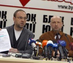 Serhiy Vlasenko and Oleksandr Turchynov at the news conference in Kyiv, October 26