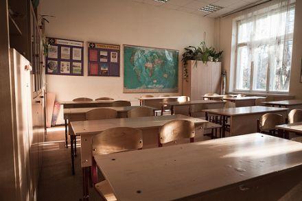 Власти Севастополя закрывают украинскую школу, фото tikandelaki.livejournal.com