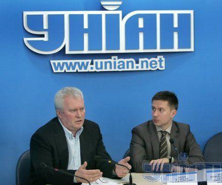 Корнацкий (слева) заявляет, что готовится рейдерский захват бизнеса