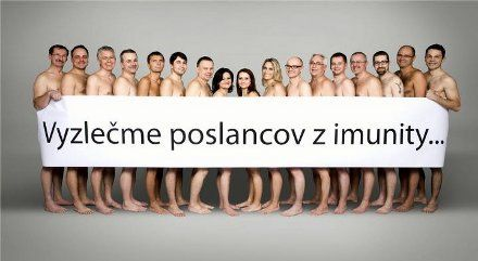 17 депутатов словацкого парламента сфотографировались голыми, требуя отмены депутатской неприкосновенности
