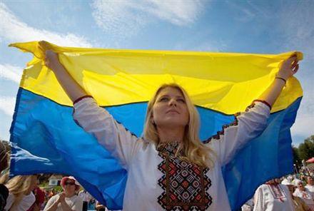 Больше всех украинцы доверяют СМИ и церкви