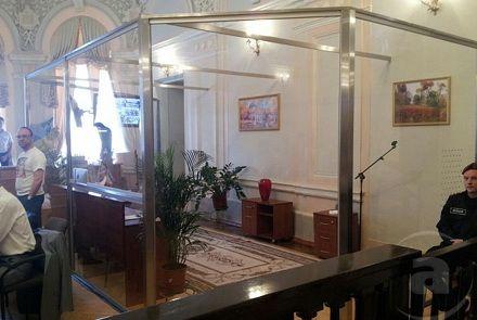 У залі суду - БОКС 250612