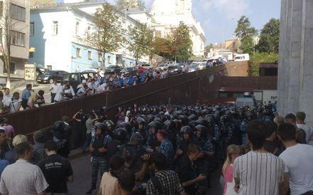 Беркут под Украинским домом. Фото из Facebook
