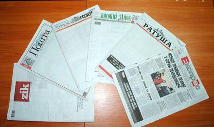 Львовские газеты вышли с пустыми первыми полосами. Фото из Фейсбука