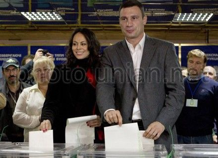 Vitaliy Klitschko voted with his wife and called to elect being guided by heart