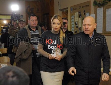 "Yevgenia Tymoshenko came in T-Shirt ""Freedom to Yulia"""
