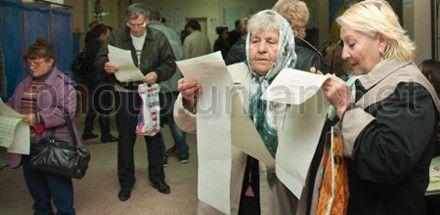 В Василькове неизвестные лица с проездными билетами пытаются проголосовать на выборах