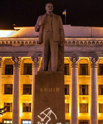 Кто послал Ленина, выясняет милиция. Фото zhytomyr.info