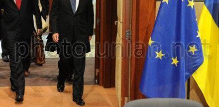 Прапори Україна та ЄС