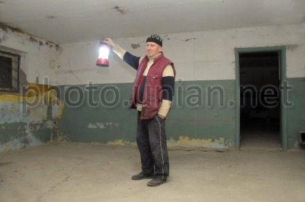 Военный пенсионер, переоборудовал под бункер, подвал выкупленного административного здания  чтобы пережить конец света