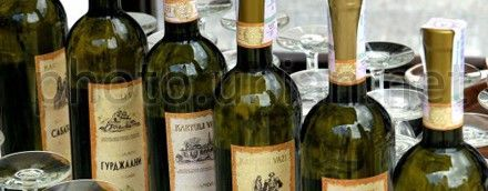 Роспотребнадзор запретил ввоз на российский рынок грузинских вин и минеральной воды