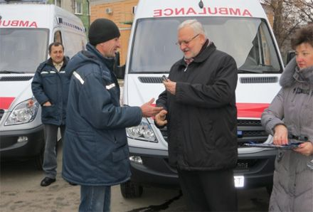 Ігор Шурма вручив ключі від реанімобілів, 3.01.2013