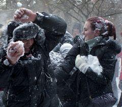 Зима, сніжки
