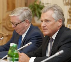 Спостерігачі Європарламенту Пет Кокс та Олександр Квасневський прибули до Тимошенко
