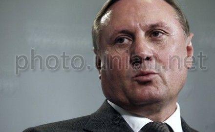 По словам Ефремова, взгляды иностранных экспертов оказывают давление на процессы в Украине
