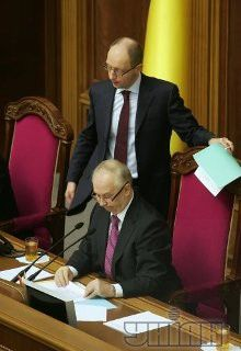 Яценюк просит Рыбака вынести кадровые изменения на обсуждение