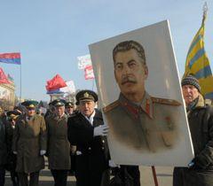 У Харкові пронесли портрет Сталіна, 23 лютого 2013