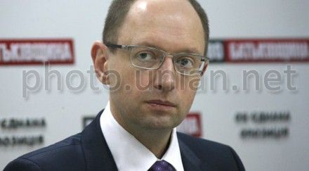 Яценюк: оппозиция 2 апреля проведет акцию протеста с требованием отставки Попова
