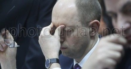 Яценюк просит Януковича взять ручку и подписать решение о помиловании