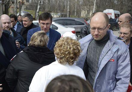 Яценюк і Луценко приїхали до Тимошенко, 12 квітня 2013 р.  Фото Андрія КРАВЧЕНКА